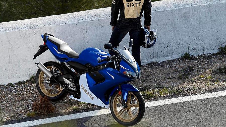 Ciclomotor Yamaha de Marchas. Que puedes conducir con el permiso AM desde los 15 años.