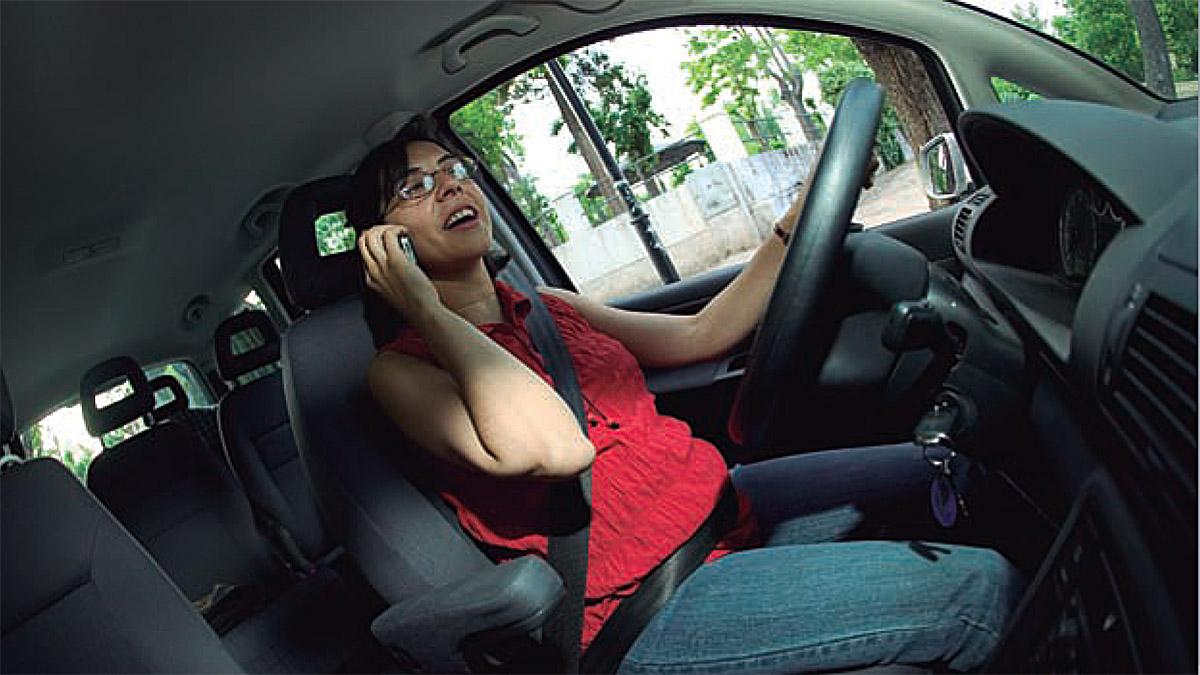 Los nuevos radares serán capaces de detectar si hablas por el móvil mientras conduces.